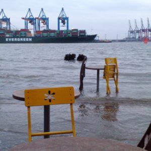 Hamburg Övelgönne unter Wasser